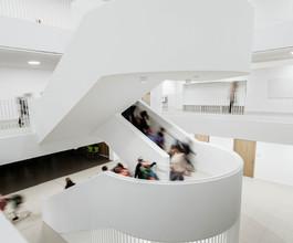BHP-Innen-Große Haupttreppe.jpg