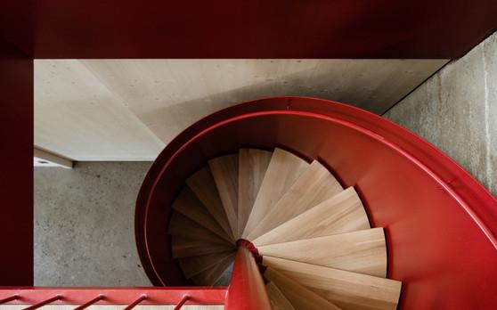 RoSana-rote Wendeltreppe