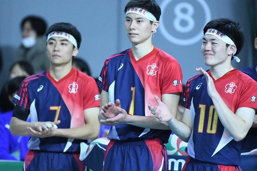 Takahashi (center, #1) in high school   (c) Twitter (Ran Takahashi)