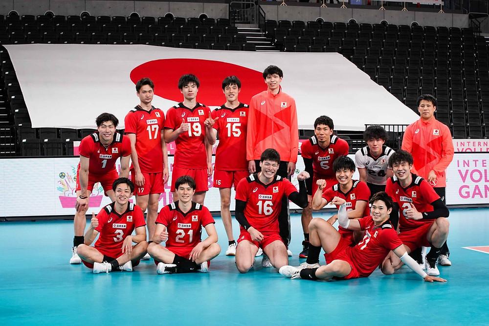 Japan Men's National Volleyball Team (Takahashi #21)   (c) Twitter (Ran Takahashi)