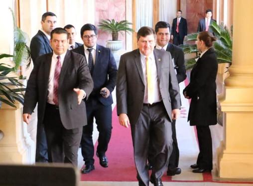 Llano no desacelera y exige cumbre de poderes por crisis económica