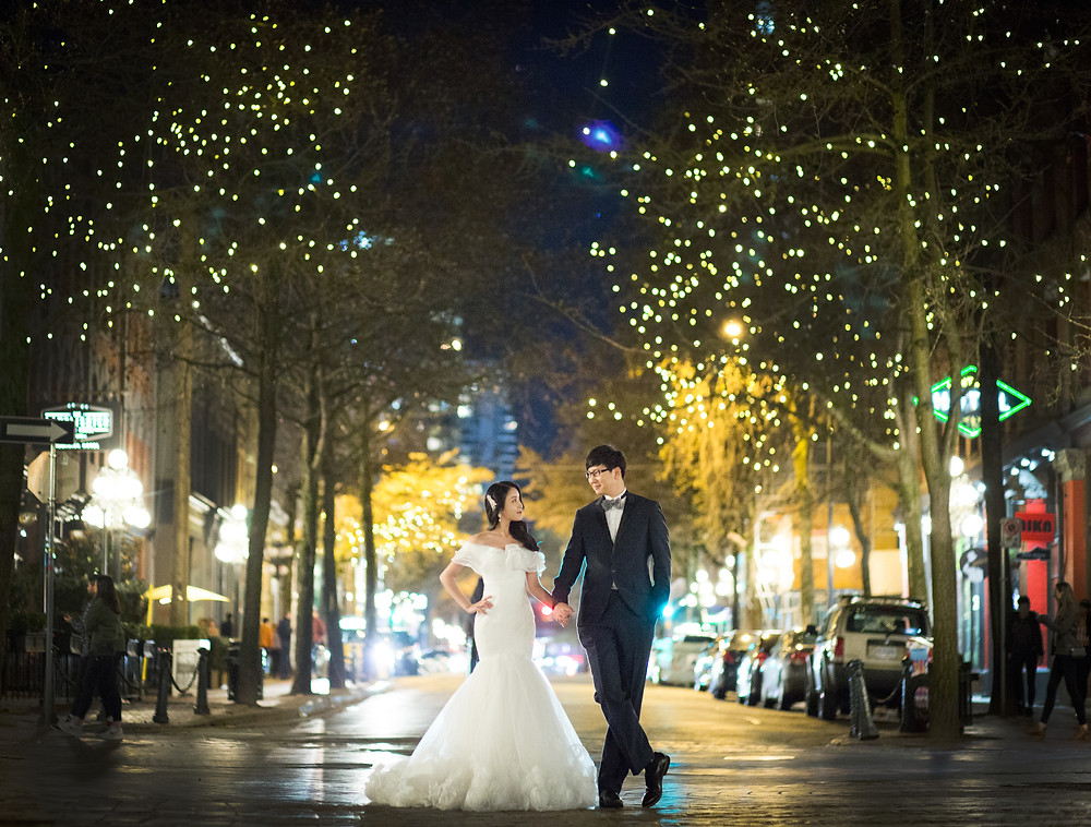 wedding photographer in vancouver gastown