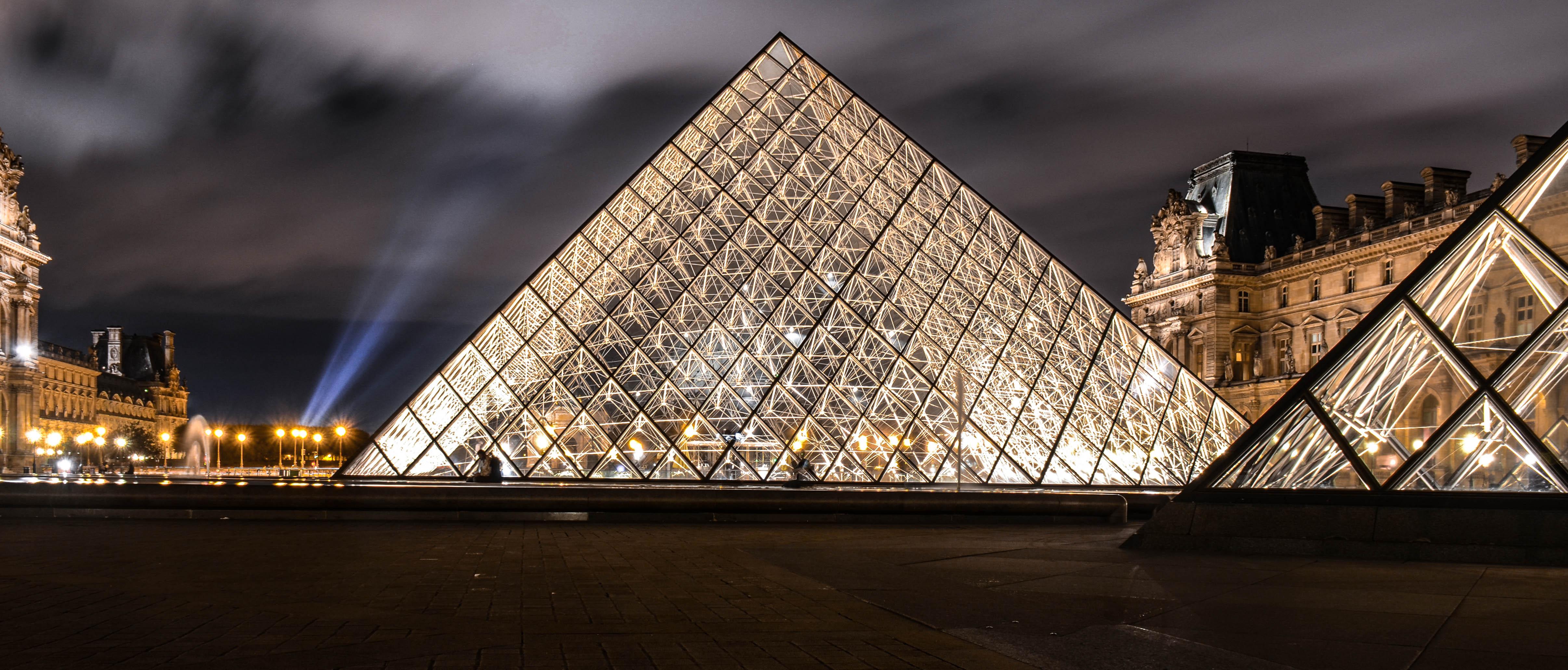 Paris Louvre Pyramid