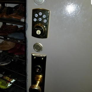 Kwikset electronic lock keypad deadbolt