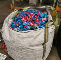 1 big bag rempli = 200kg de bouchons