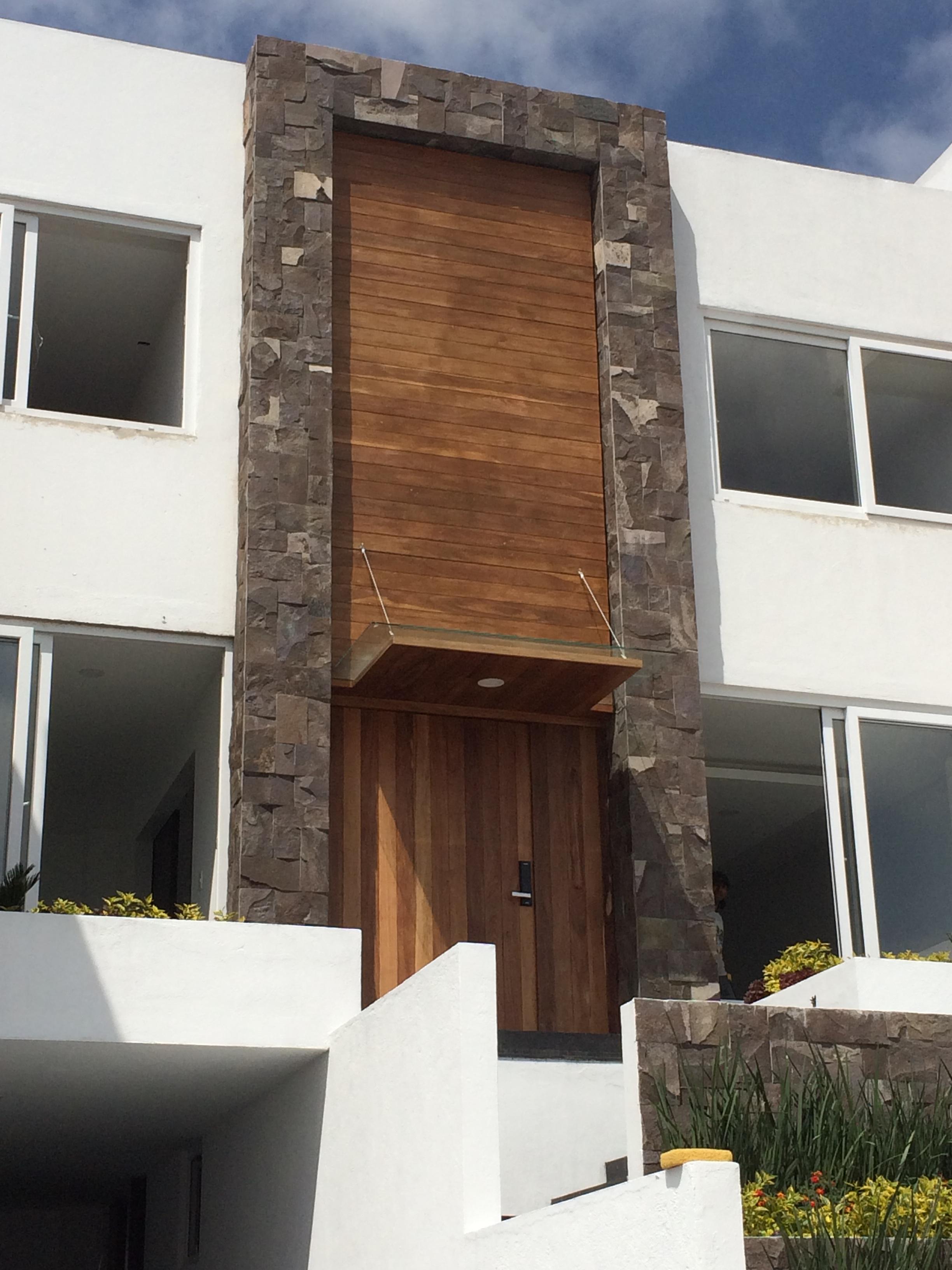 Puerta y fachada de Tzalam