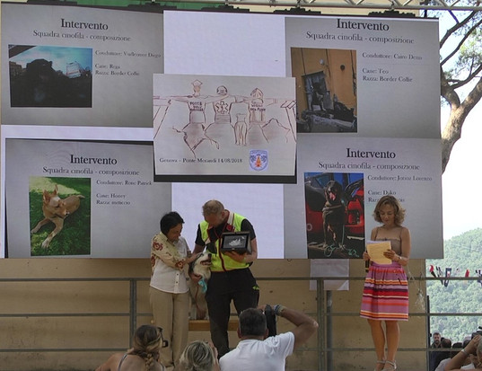 Unità Cinofile Corpo VVF Valle d'Aosta premiazione con Raffaella Corsaro, Vice Prefetto di Genovaa