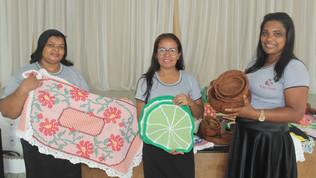 Artesãs de Ubaitaba mostram seus trabalhos na feira  de artesanato em Itacaré.