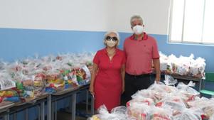 Prefeito Bêda acompanha entrega de  kits de alimentos para alunos da rede municipal