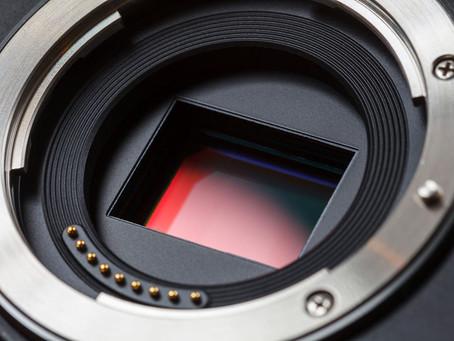 Czyszczenie matrycy obrazu w lustrzance lub bezlusterkowcu