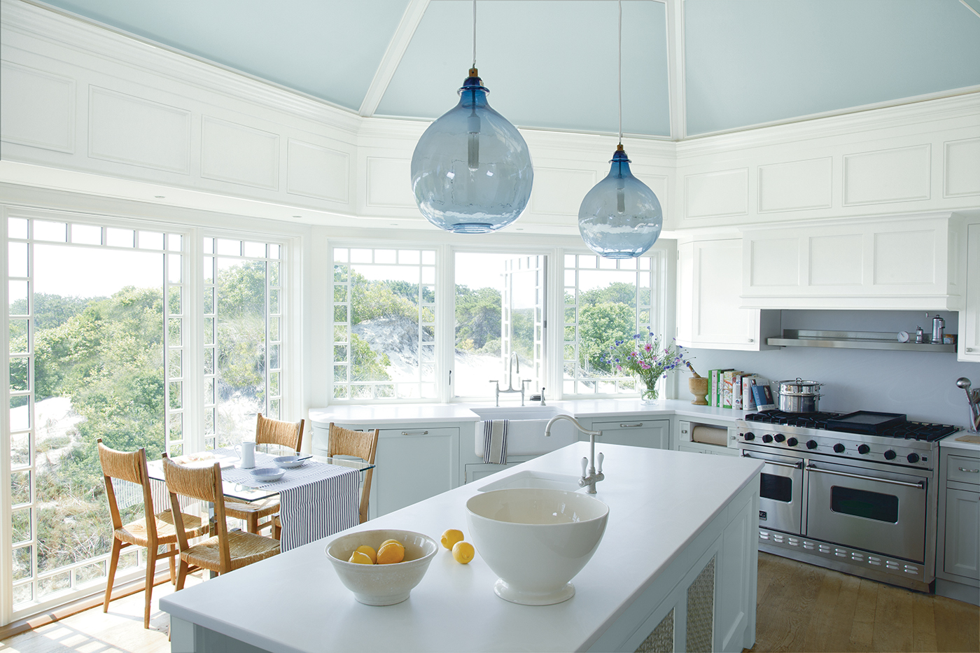 White_Kitchen_with_Blue_Ceiling