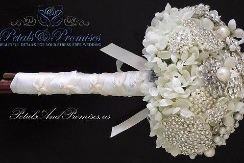 Ivory Vintage-Style Brooch Bridal Bouquet