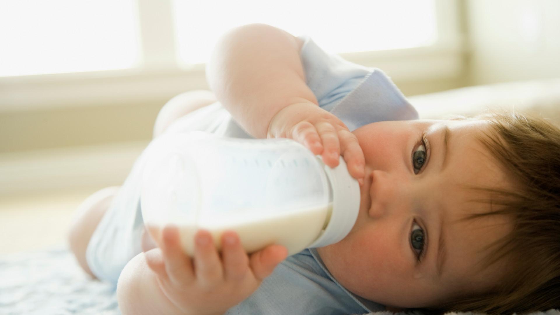Baby-boy-drinking-milk-from-milk-bottle-
