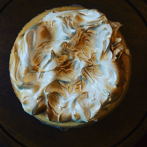 BAKED LEMON MERINGUE CHEESE CAKE SLICE