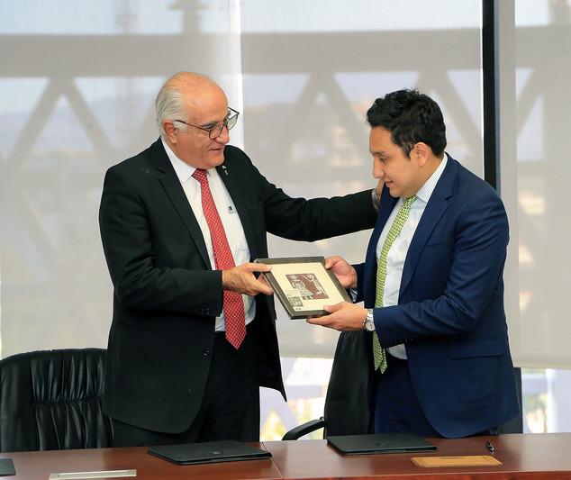 Dr. Eduardo Peñalosa Castro y Mtro. Diego Antonio Saturno GarcíaDr. Eduardo Peñalosa Castro y Mtro. Diego Antonio Saturno García