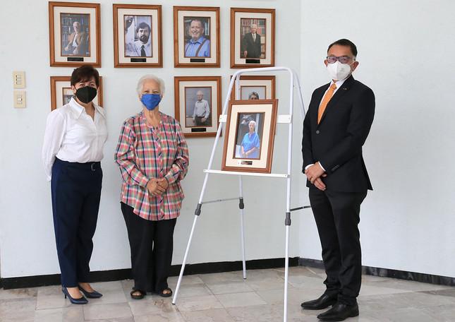 Ceremonia de develación de la fotografía de la Dra. María Isabel Guerrero Legarreta como Profesora Emérita