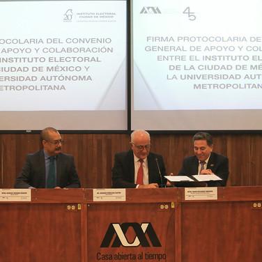Mtra. Myriam Alarcón, Mtro. Rodrigo Serrano, Dr. Eduardo Peñalosa, Mtro. Mario Velázquez y Lic. Rubén Geraldo