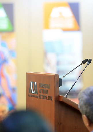 Ceremonia de nombramiento de la Dra. Velia Aydée Ramírez Amador como Profesora Emérita, realizada en el Auditorio Arquitecto Pedro Ramírez Vázquez de la Rectoría General de la Universidad Autónoma Metropolitana.  Foto: Archivo UAM-DCS / Alejandro Juárez Gallardo.