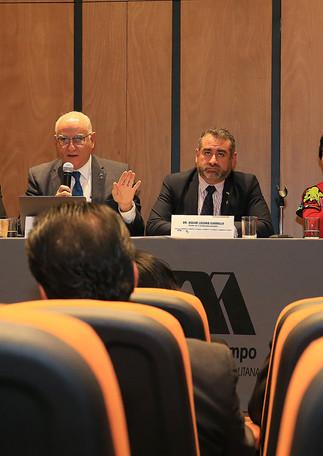 Dr. Jesús Manuel Ramos García, Dra. Teresa Merchand Hernández, Dr. Eduardo Peñalosa Castro, Dr. Oscar Lozano Carrillo, Dra. María Beatriz García Castro y Lic. Miguel Pérez López.
