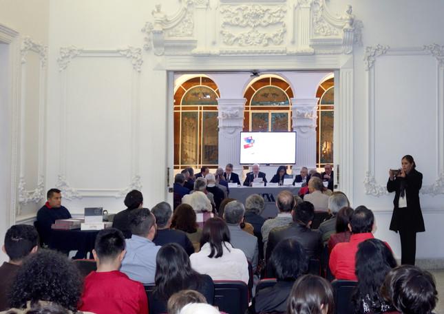 Presentación de la obra La UAM: una visión a 45 años, de Oscar González Cuevas y Romualdo López Zárate.  Foto: Archivo UAM-DCS / Michaell Rivera Arce.
