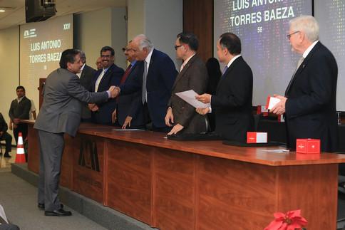 Entrega de reconocimientos por antigüedad a trabajadores de la Rectoría General.  Foto: Archivo UAM-DCS / Alejandro Juárez Gallardo-Michaell Rivera Arce.