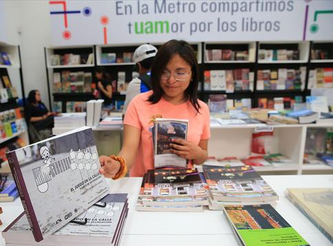 Feria Internacional del Libro del Palacio de Minería.  Foto: Archivo UAM-DCS / Alejandro Juárez Gallardo.