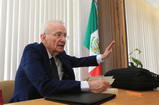 Dr. Manuel Peimbert Sierra.