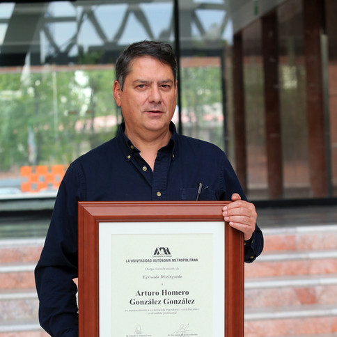 Nombramiento de Egresado Distinguido de Licenciatura de la Universidad Autónoma Metropolitana.  Foto: Archivo UAM-DCS / Alejandro Juárez Gallardo.