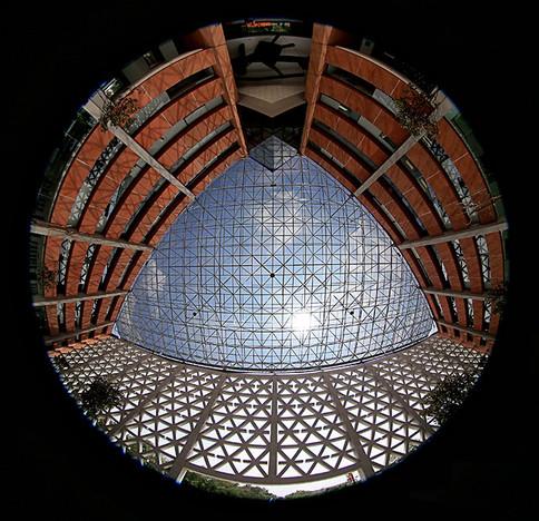 Rectoría general. Vista del domo de cristal del edificio A.