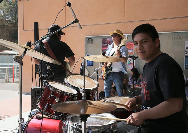 Concierto de rock. Participa el grupo Axolotl.  Foto: Archivo UAM-DCS / Alejandro Juárez Gallardo.