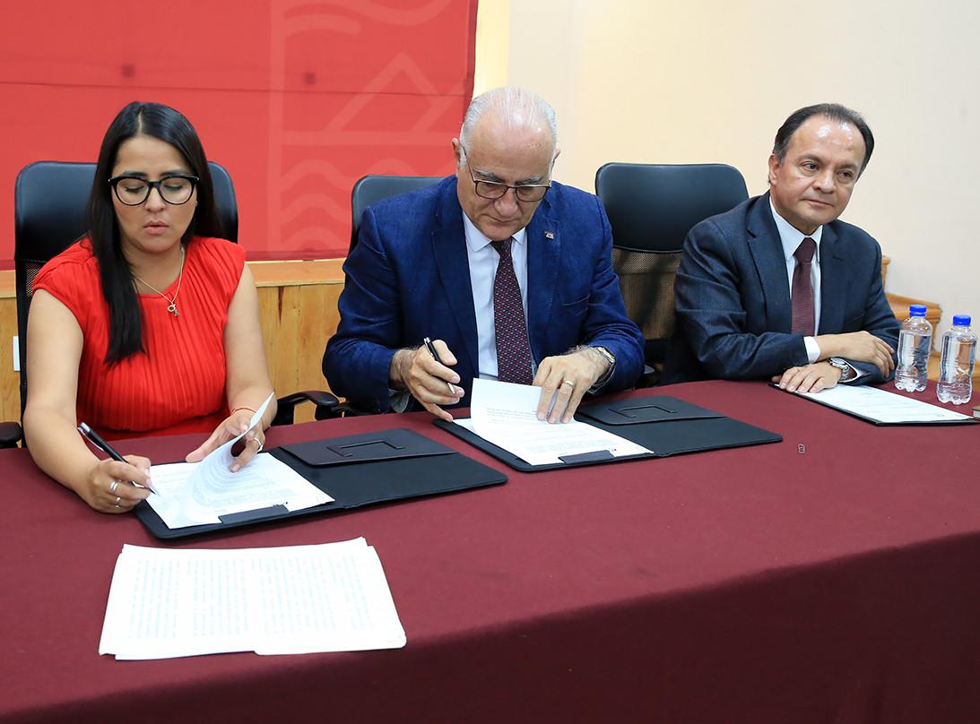 Firma de convenio general de colaboración entre la UAM y la Alcaldía Magdalena Contreras.  Foto: Archivo UAM-DCS / Alejandro Juárez Gallardo.