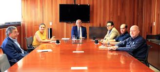 Dr. Manuel Rodríguez, Arq. Myriam Urzúa, Dr. Eduardo Peñalosa, Lic. Marcel García, Lic. César Abarca y Dr. Jorge Martínez.