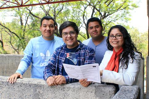Dra. Sandra Alejandra Carrillo Andrés  y los alumnos Alejandro Ruiz Apolinar, Johan Raúl Uribe Miranda y Omar Eduardo González Ríos; estudiantes de 11 trimestre de la Licenciatura en Administración.