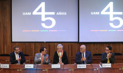 Dr. Oscar Lozano Carrillo, Dr. Rodrigo Díaz Cruz, Dra. Rosa María Velasco Belmont, Dr. Eduardo Peñalosa Castro y Dr. José Antonio De los Reyes Heredia