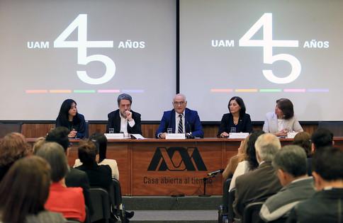 Ma. Angélica Buendía, Dr. Luciano Concheiro Bohórquez, Dr. Eduardo Peñalosa Castro, M. en C. Olivia Soria Archete y la Mtra. Dolly Espínola Frausto