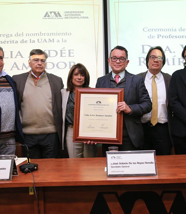 Dr. Abelardo Mariña Flores, Dr. Fernando de León González, Dra. Velia Aydée Ramírez Amador, Dr. Dr. José Antonio de los Reyes Heredia, Dr. Rodrigo díaz Cruz y Dr. Rodolfo Suárez Molnar