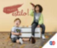menino, com capa de super heroi, sentado no chao, outro sentado em um caixote de madeira olhando numa luneta. folhas espalhadas pelo chao. frase: é muito estilo. Logotipo da marca Tip Top.