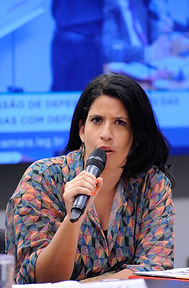 A jornalista do Globo Esporte e representante da Gadim Brasil, Gabriele Lomba.