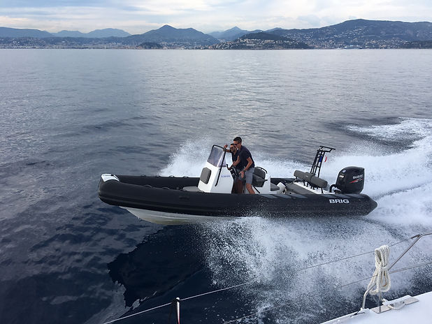 tender-annexe-amc-cape-grace-catamaran.J