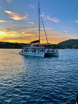 Ninah II catamaran bateau en mer sortie coucher de soleil soirée en mer