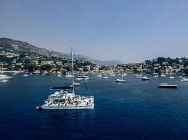 Catamaran Ninah II au mouillage baie de Saint-Tropez