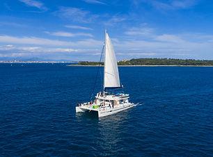 croisière en mer sur le catamaran Ninah II au large des îles de Lérins