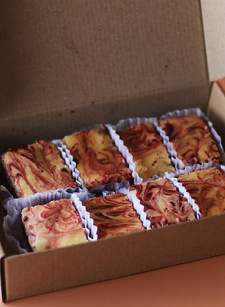 Red Velvet Cheesecake Brownies - 8pcs