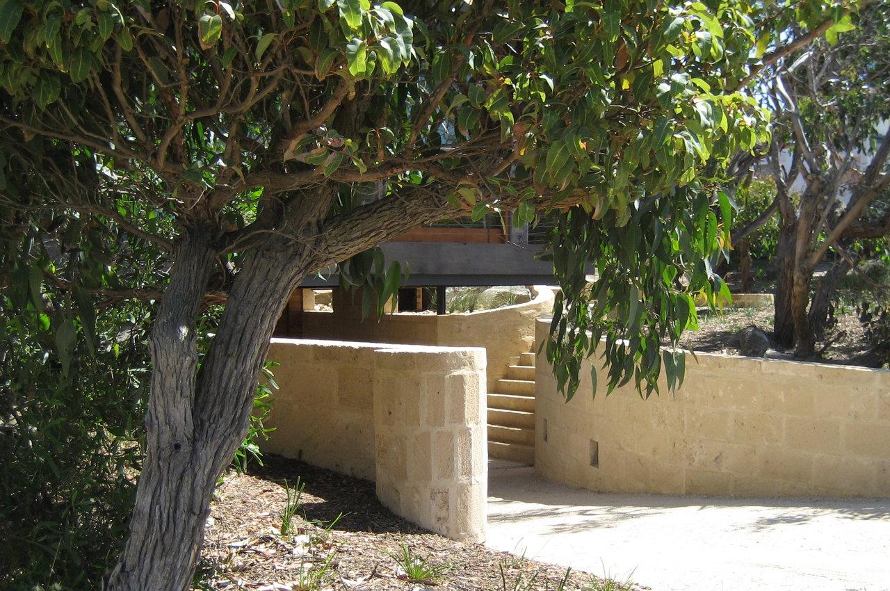 Biscuit Limestone garden wall