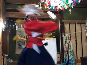 民家で舞う『大和町大具の当屋神楽』