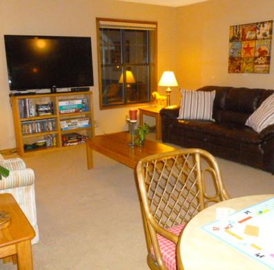 2nd upstairs living room w/ sleeper sofa