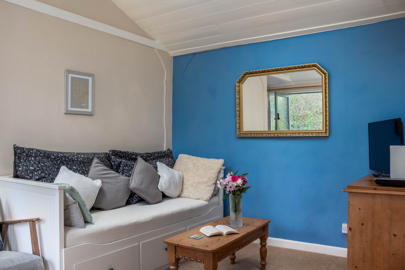 The cosy and colourful interior with sofa in Cottage 3, which can also be converted into a king size bed.