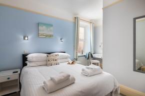 Crisp bed linen and nautical decor evoke beach days in Cornwall