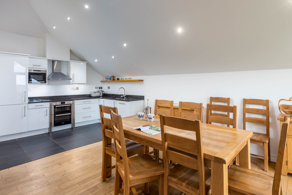 The kitchen diner is the ideal palce to cook up some local Cornish produce for supper