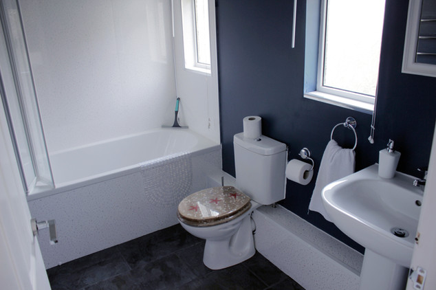 Cottage 3 bathroom with bath and shower over.